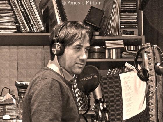 Amos Titone durante le prove di incisione allo Studio di Registrazione - Foto di Miriam Scalici